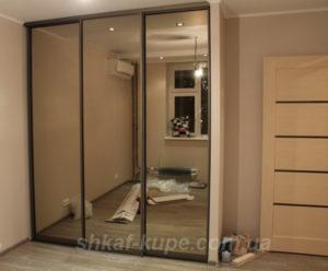 шкаф с зеркалами три двери