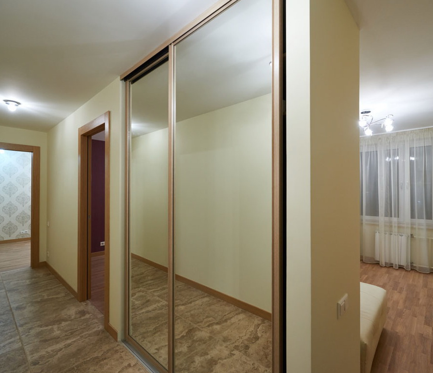 встроенный шкаф-купе для коридора на заказ