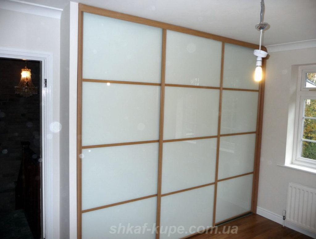 белый встроенный шкаф-купе на заказ Крещатик