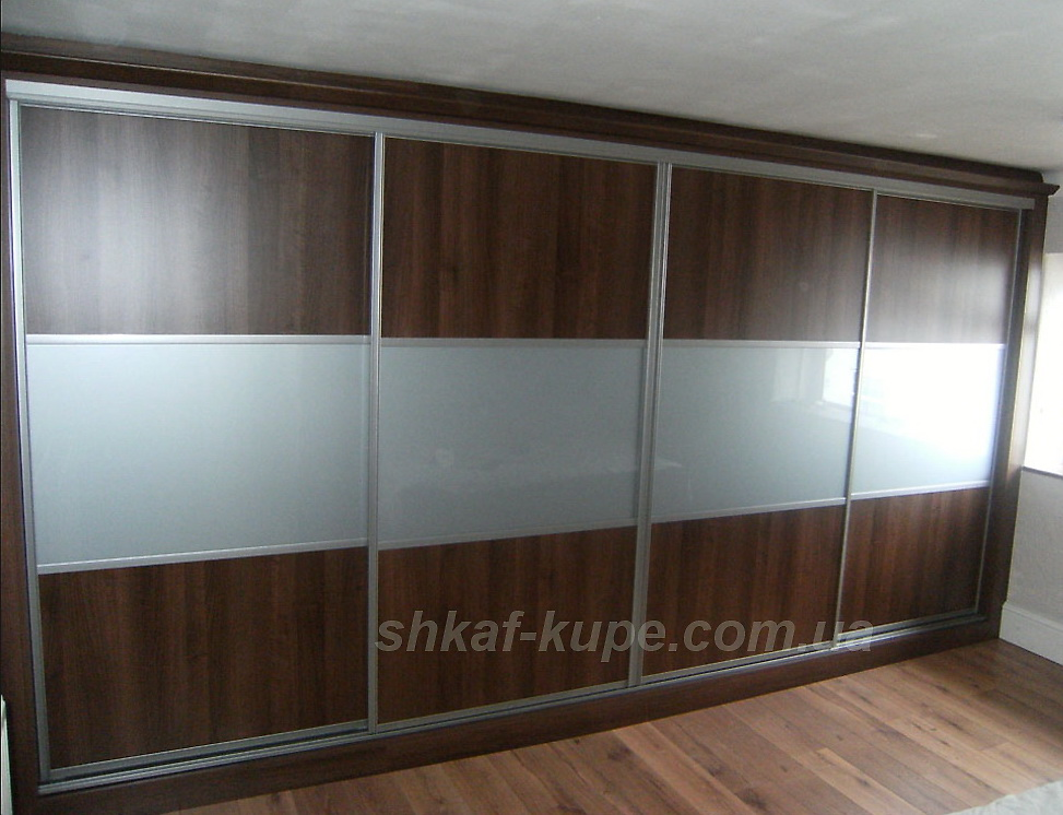 встроенный шкаф на четыре двери