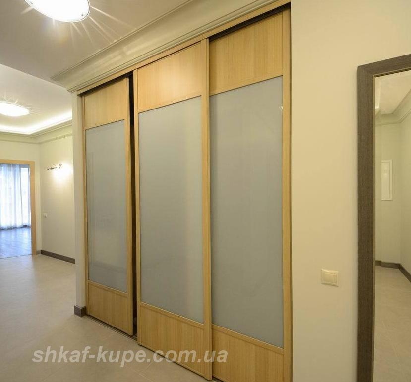 шкаф встроенный с тремя дверями