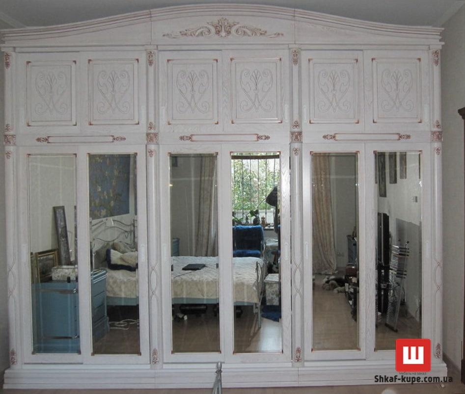 деревянный шкаф с зеркалами