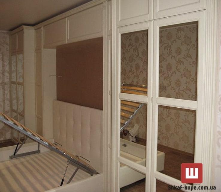 деревянный шкаф с кроватью