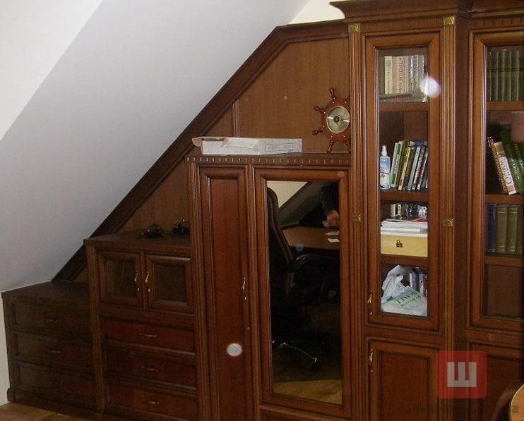 шкаф из дерева мансарда