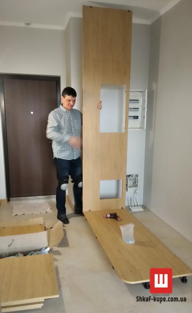 сборка шкафа-купе в коридоре