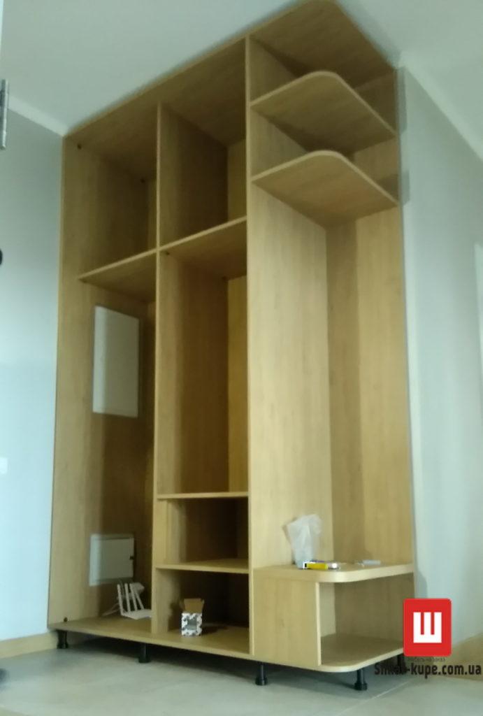 монтаж заказного шкафа-купе в коридор