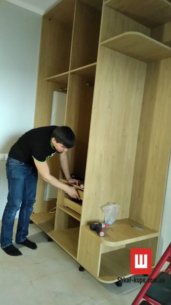 монтаж заказного шкафа-купе