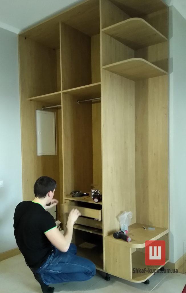 монтаж заказного шкафа