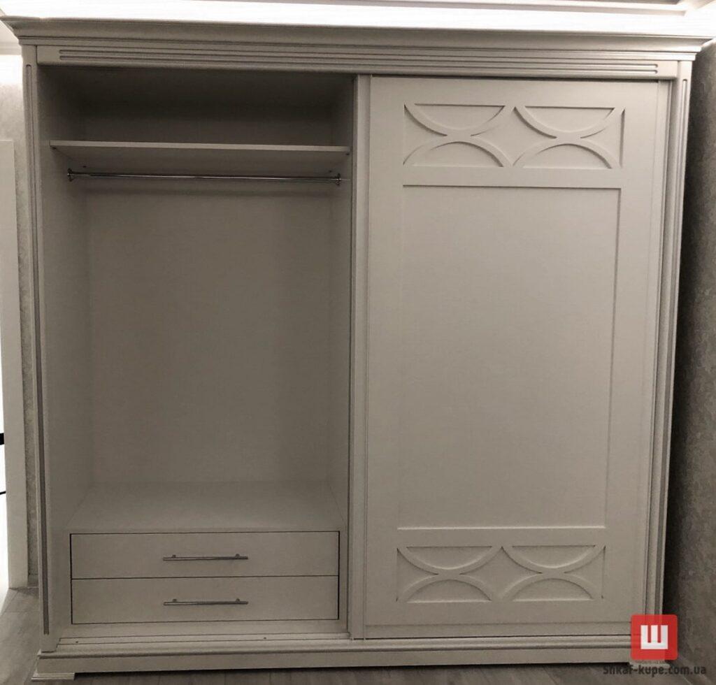 деревянный шкаф с раздвижными дверями на заказ