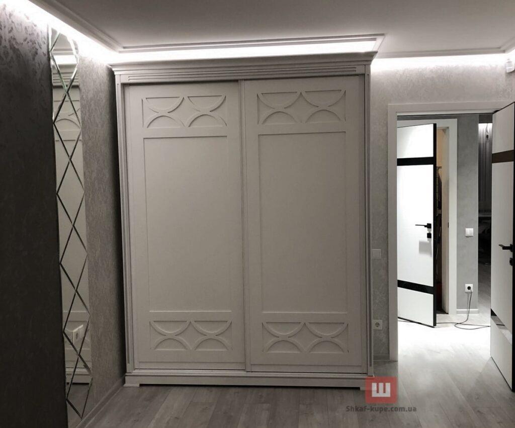 деревянный шкаф-купе в коридор на заказ
