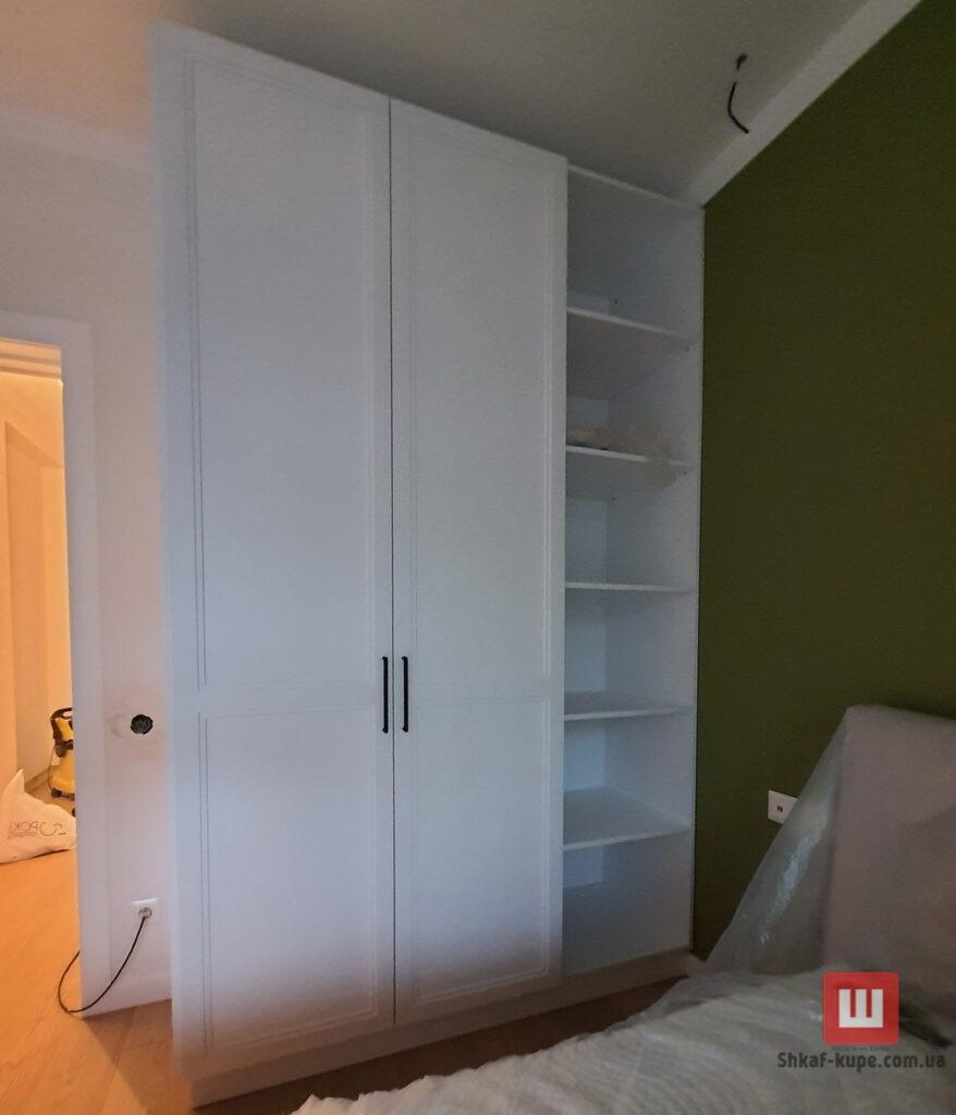 маленький встроенный шкаф в спальню