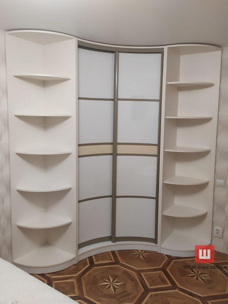 установка радиусного шкафа-купе в коридор