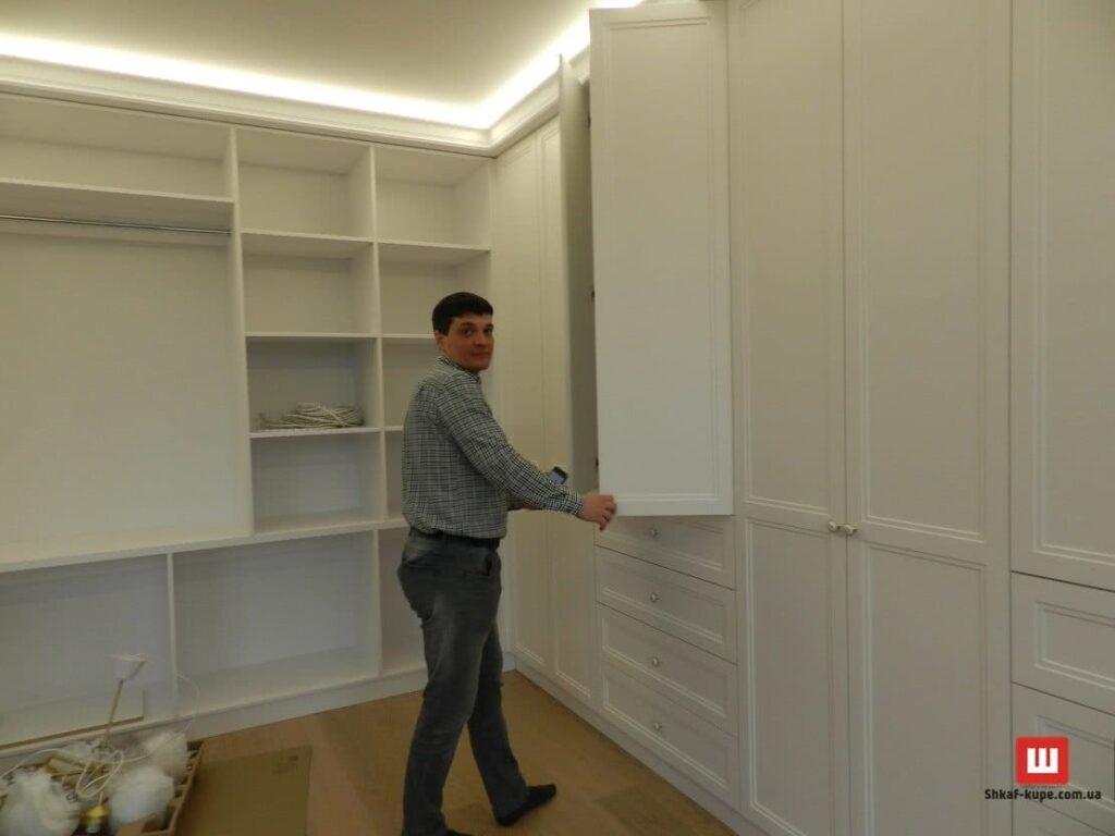 Установка шкафов на заказ Киев