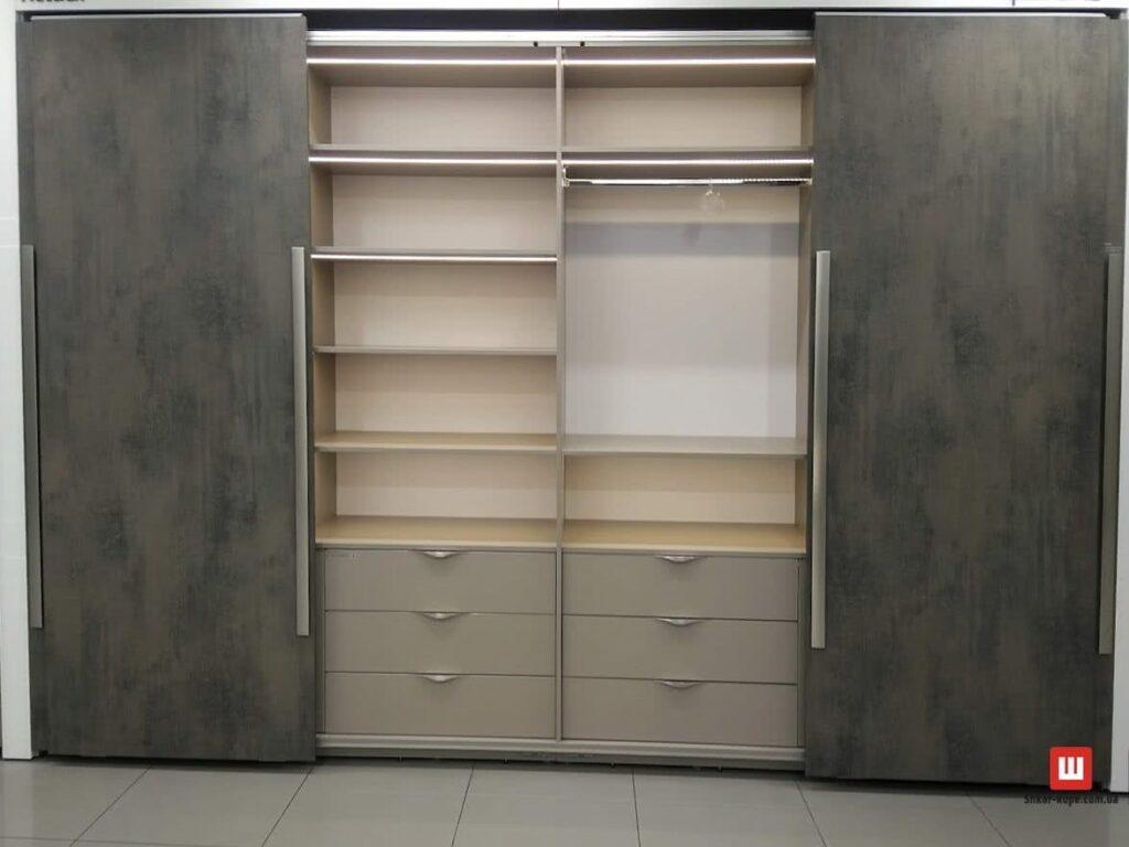шкаф-купе со скрытой раздвижной системой