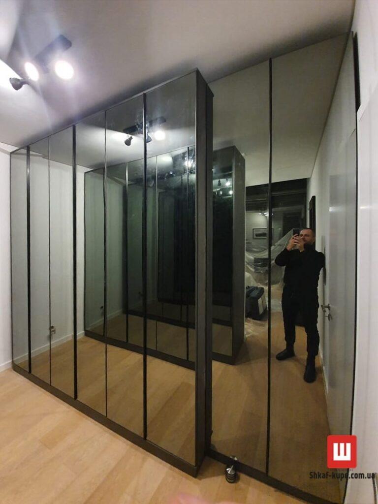Зеркальная мебель в гардеробную