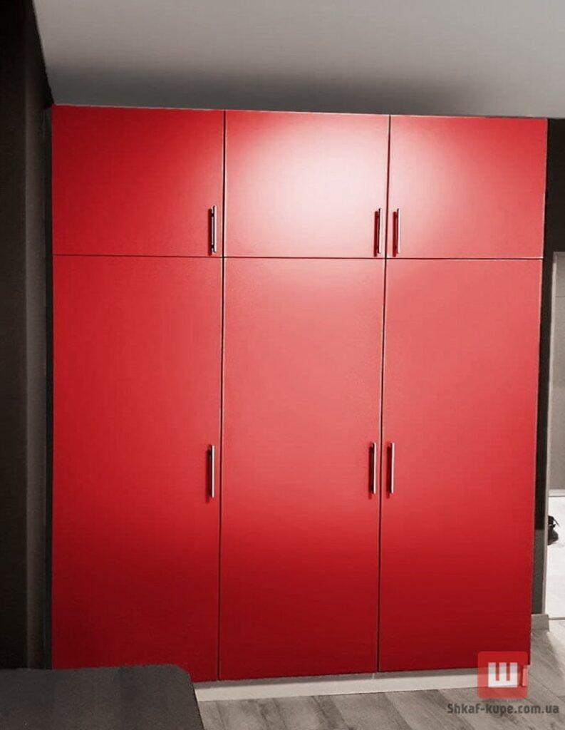 красный шкаф к коридор