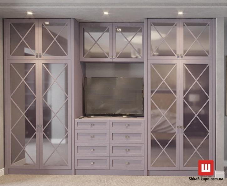 шкаф-купе с телевизором на двери