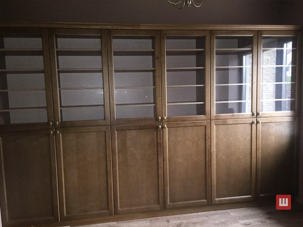 Дубовый книжный шкаф на заказ