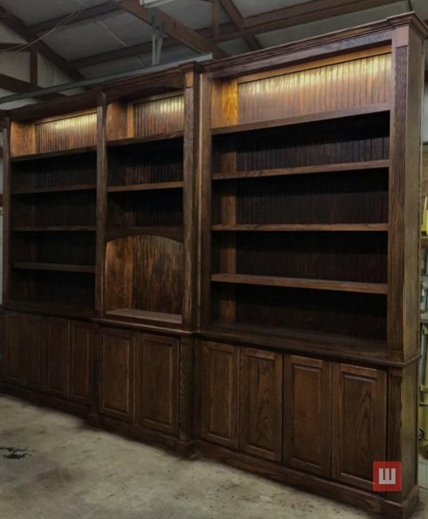 Шкаф книжный с деревяннными фасадами