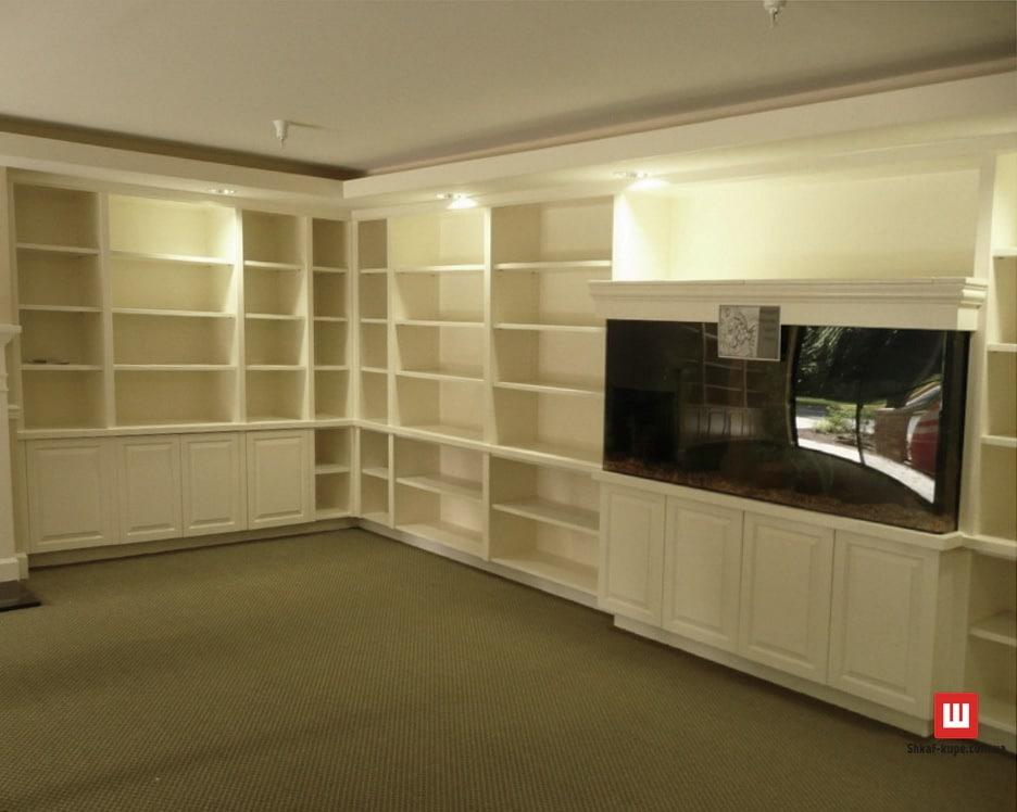 Угловой книжный шкаф в гостинную
