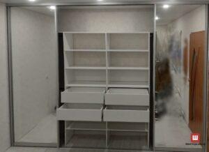 зеркальный шкаф-купе на заказ четыре двери в гостиную Бровары