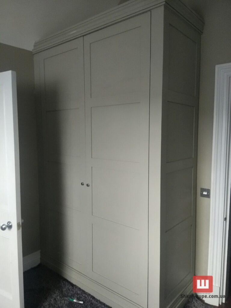 деревянный встроенный шкаф Новые петровцы